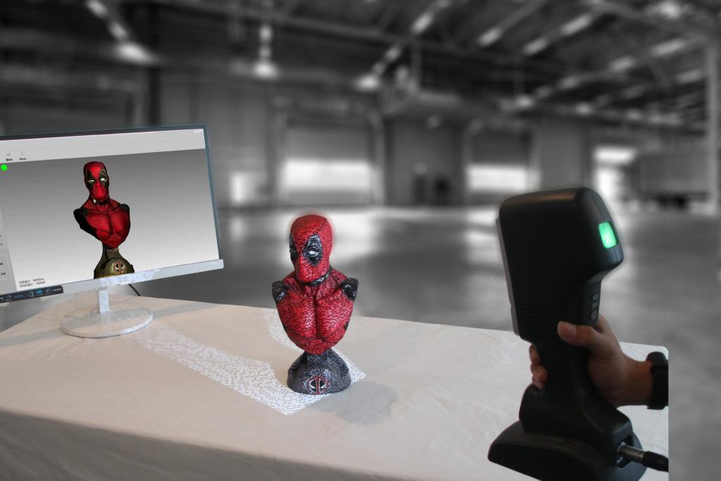 Skaner ręczny ScanTech iReal wykonujący dane 3D wraz z teksturą HD