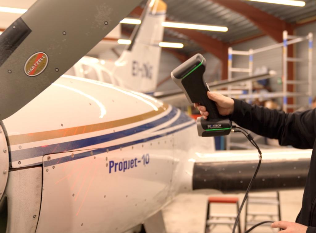 Pomiar 3D geometrii silnika samolotu za pomocą ręcznego skanera 3D